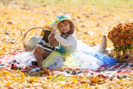Portret devojcice u prirodi-jesen